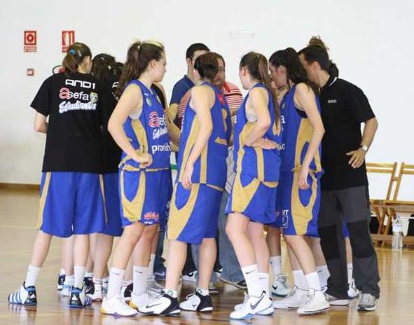 CTOS. ESPAÑA JR. Las chicas arrasan y jugarán el martes por la primera plaza (59-94)