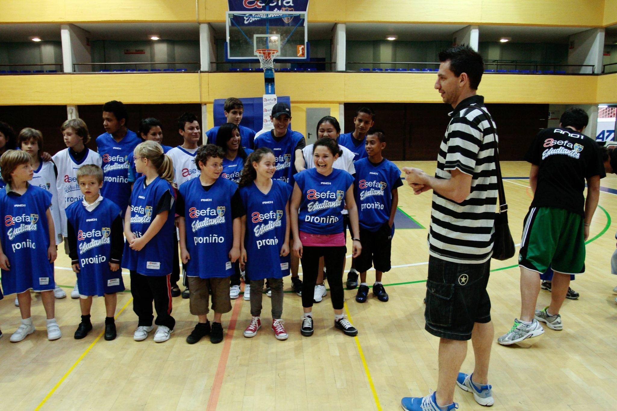 """Los ganadores de """"Hoy Escolar"""" de Fundación Telefónica aprenden a trabajar en equipo con Asefa Estudiantes"""