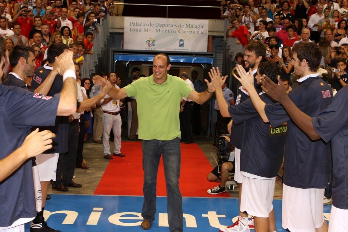 La FEB rinde homenaje a Carlos Jiménez