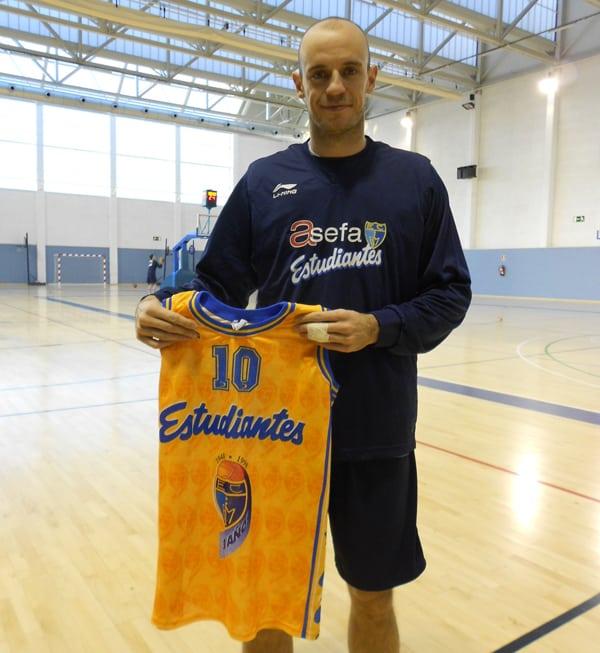 Jiménez puede ser el 5º jugador con más partidos ACB