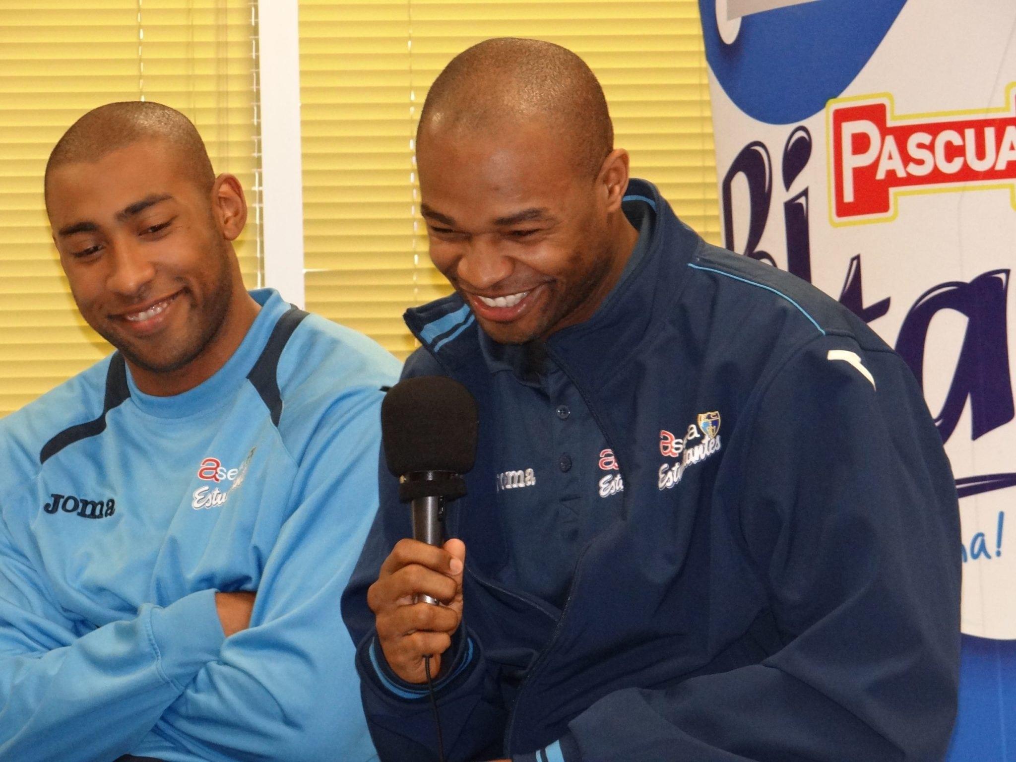 Jayson Granger y Tariq Kirskay visitaron a los empleados de Grupo Leche Pascual con Bifrutas, patrocinador de la liga Endesa