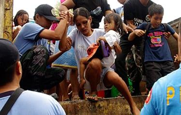 Tuenti Móvil Estudiantes y su Fundación se sensibilizan con la situación tras el tifón en Filipinas y llaman a los aficionados colegiales a colaborar con UNICEF