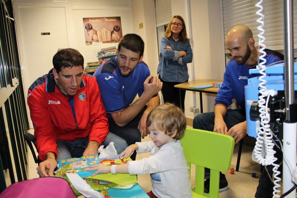 Regalos y sonrisas en el hospital Niño Jesús (fotos)