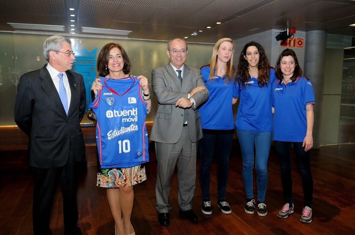 El LF2 de Tuenti Móvil Estudiantes, recibido en el ayuntamiento de Madrid