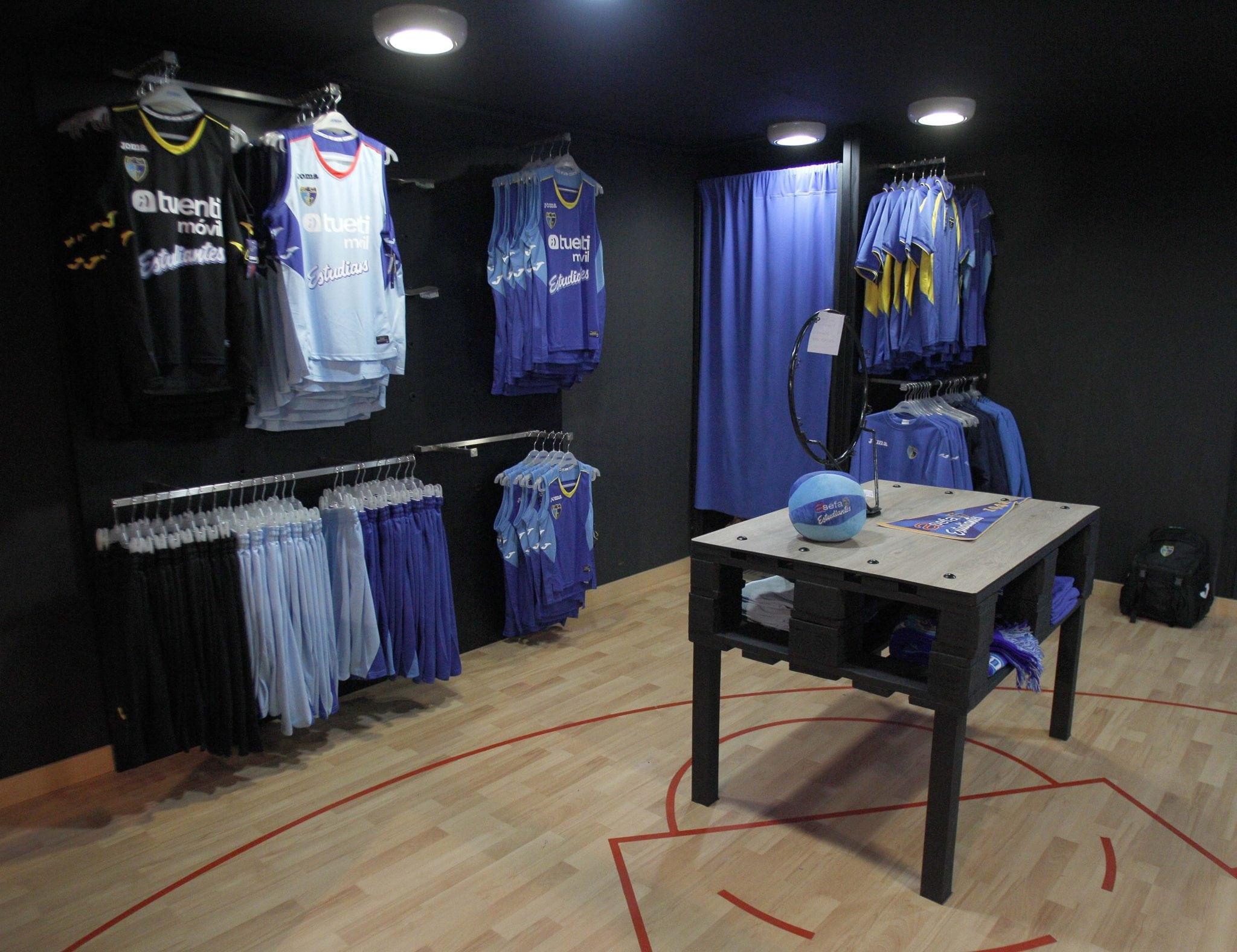 ¡Ya en marcha la tienda oficial en el Polideportivo Antonio Magariños con Basket Revolution!