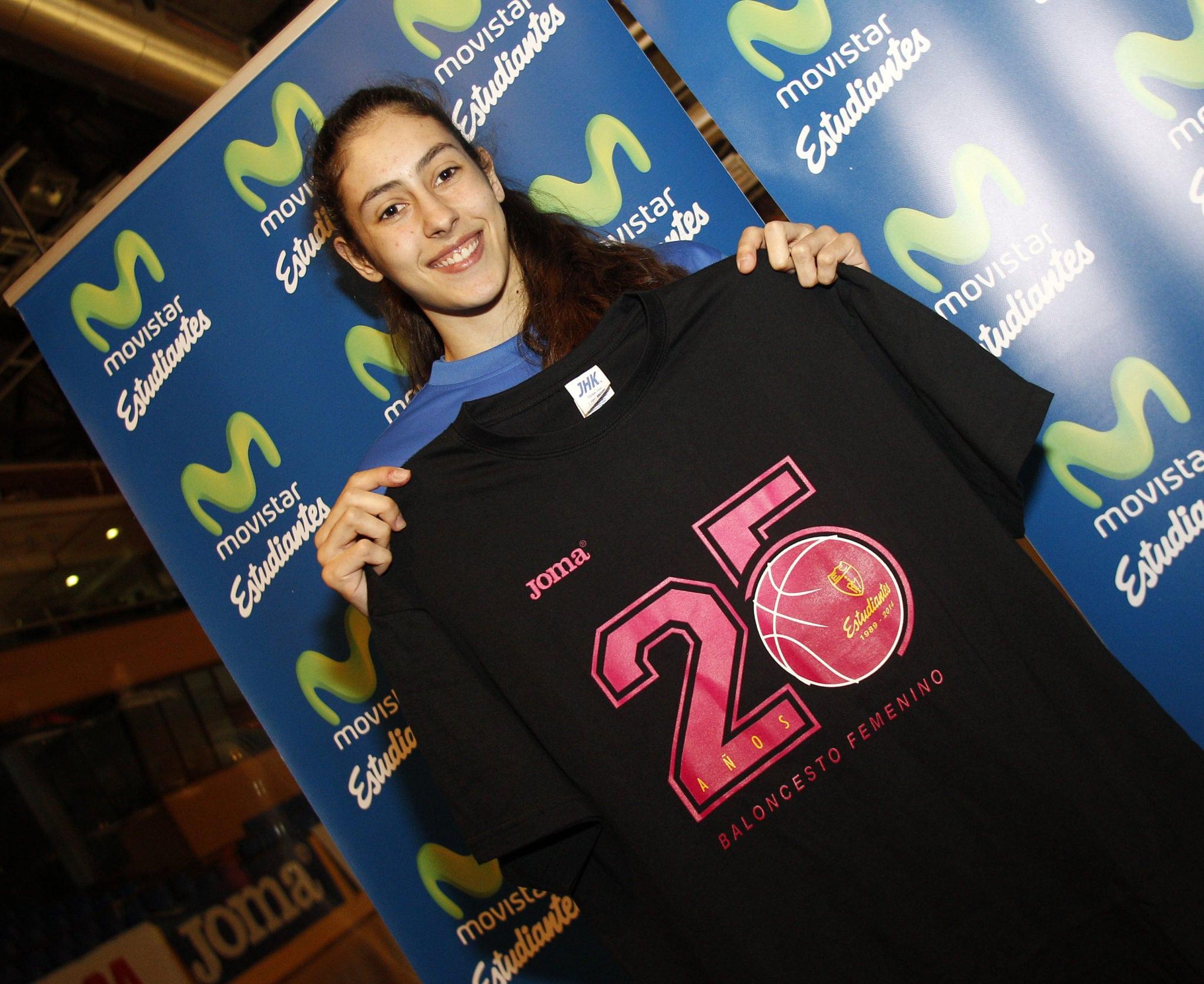 Camiseta conmemorativa 25 aniversario femenino: 10 euros, regalo entrada para CAI Zaragoza