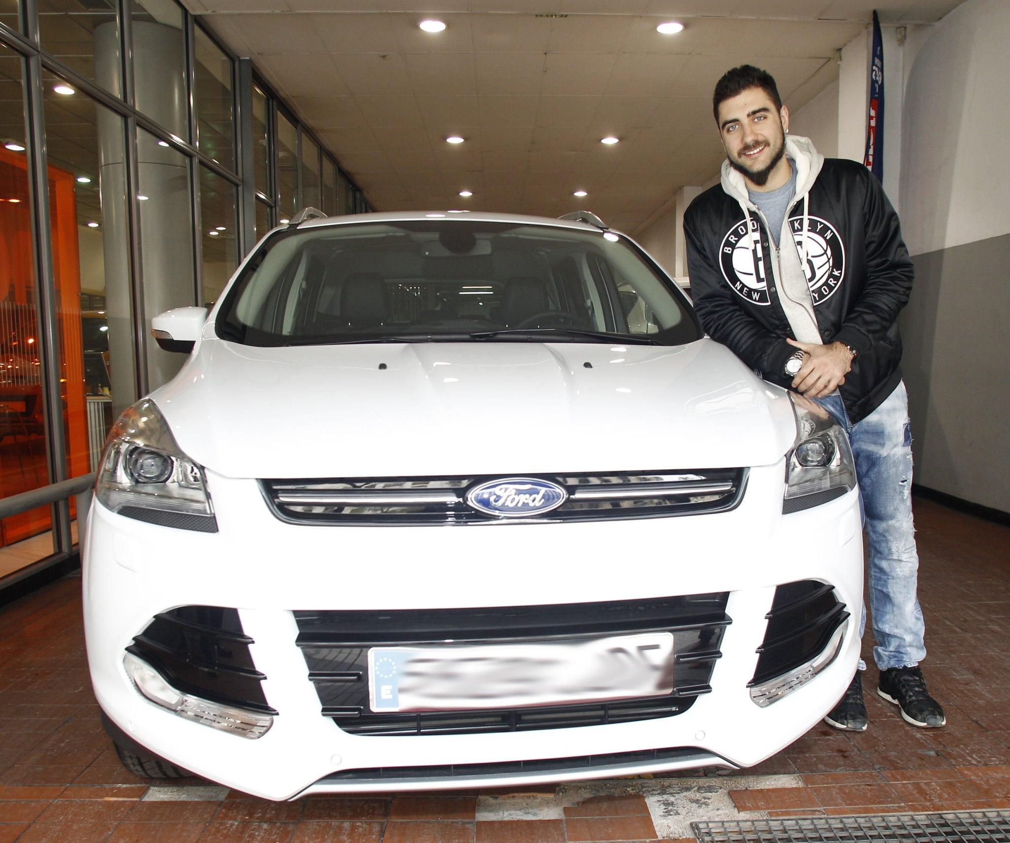 """Pietro Aradori visita las instalaciones de Ford Deysa: """"potencia, equipación y estilo"""""""