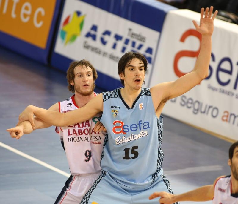 Carlos Suárez debuta en la selección con victoria (84-38)