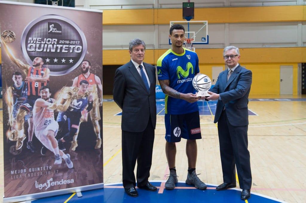 Edwin Jackson ya tiene su trofeo que le acredita como el alero del Mejor Quinteto Liga Endesa 2016-17
