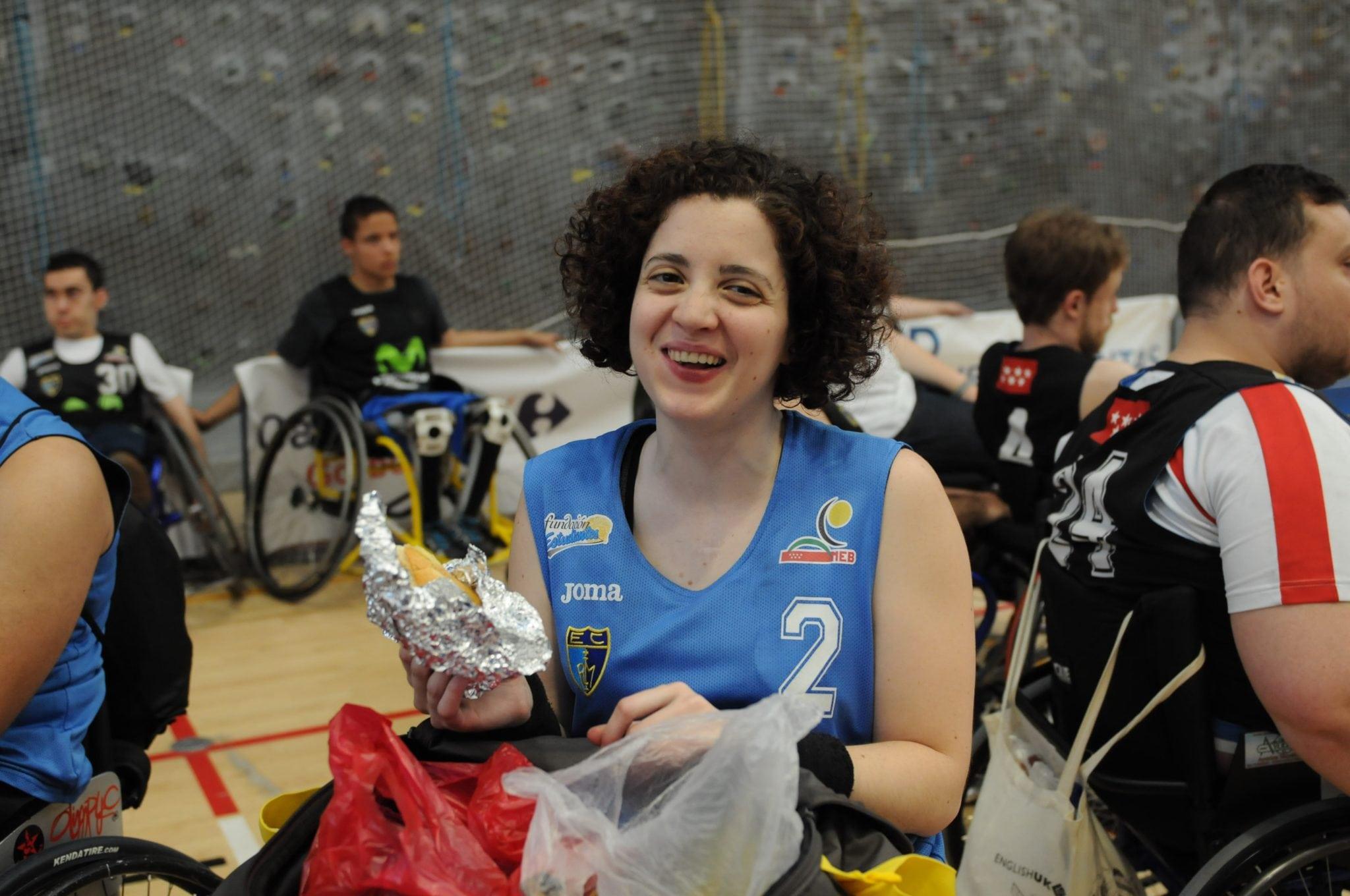El equipo de baloncesto en silla de ruedas de Movistar Estudiantes, EstuAMEB, en el VI Torneo de Escuelas Zuzenak BSR de Vitoria.
