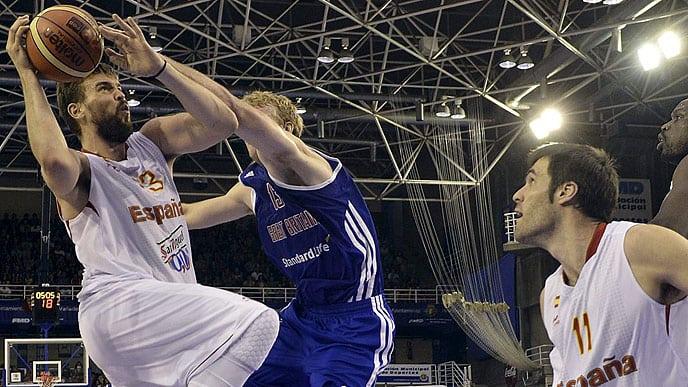 Clark juega como alero frente a España