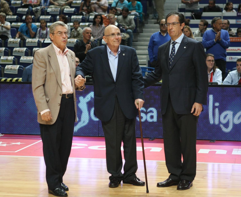 Alberto Toledano, insignia de oro y brillantes del Club Estudiantes