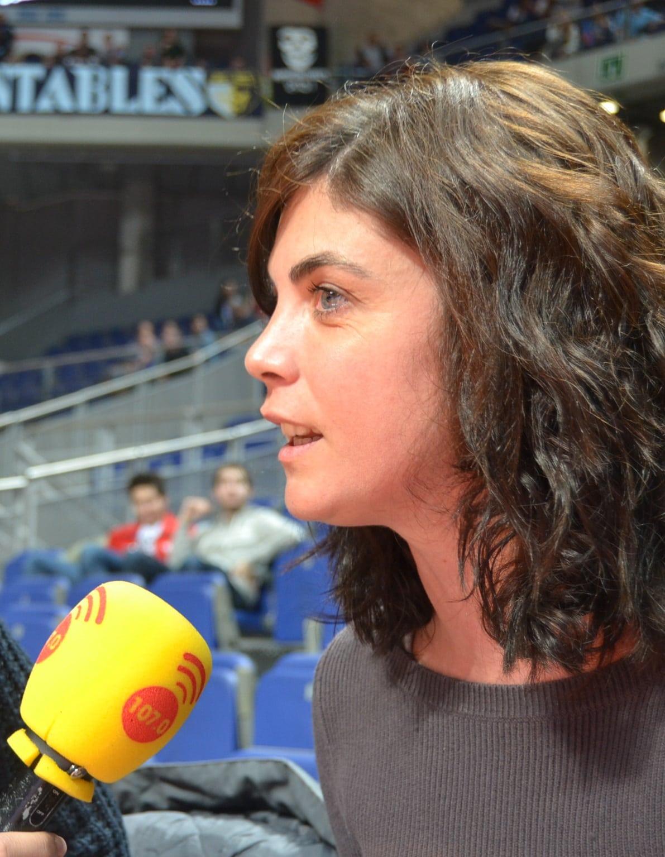 """Samanta Villar: """"La gente no es tonta: quiere estar informada, pero también ver a su equipo para desconectar"""""""