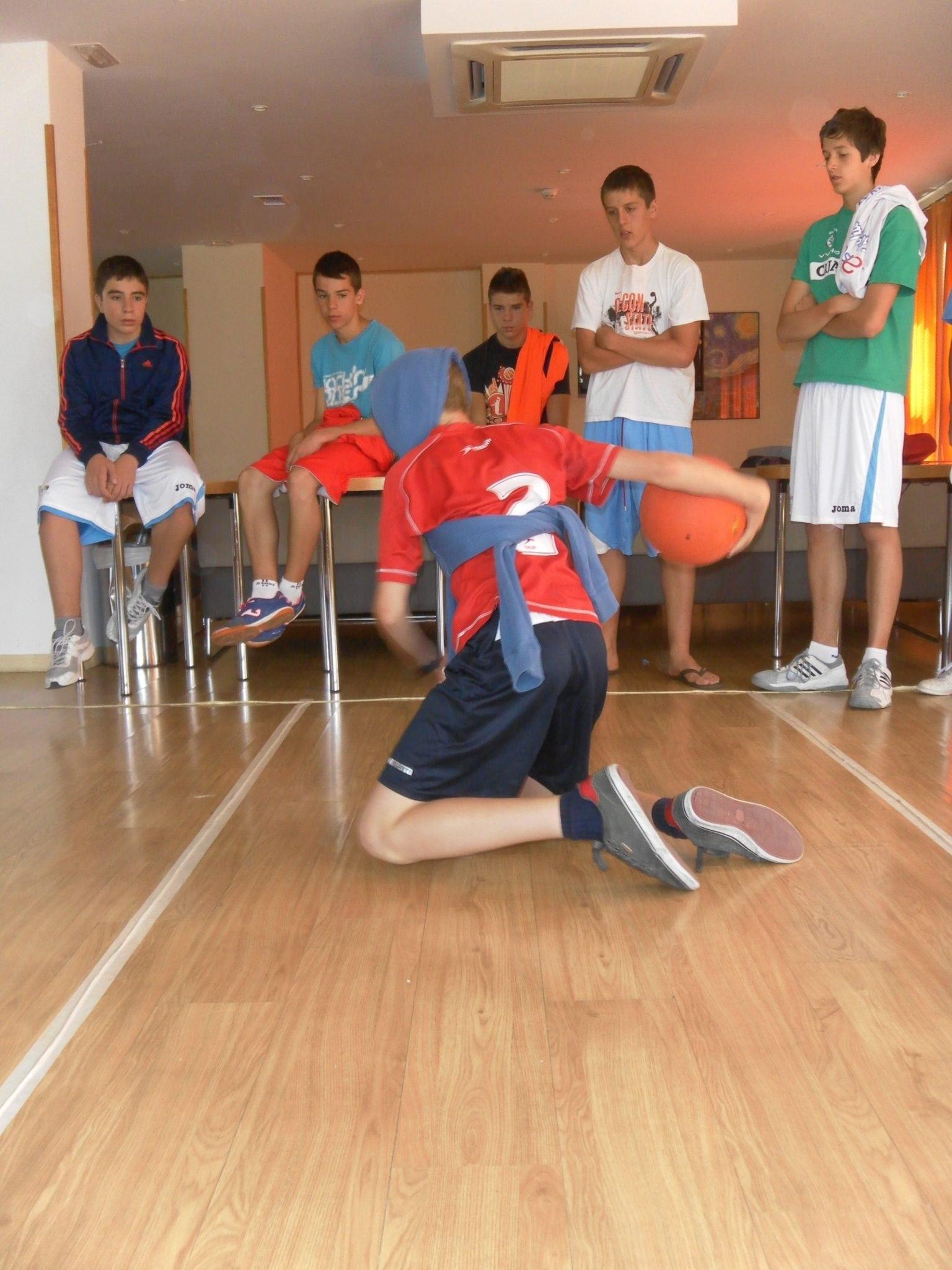 """El Goalball, deporte para personas con discapacidad visual, presente en el Campus """"La Cima del Baloncesto"""""""