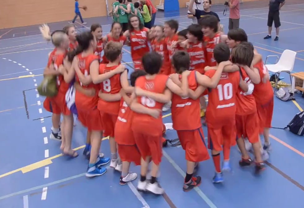 VÍDEO: ¡Somos una piña! Así celebraron el final de temporada los Alevines Rabaseda y Díaz
