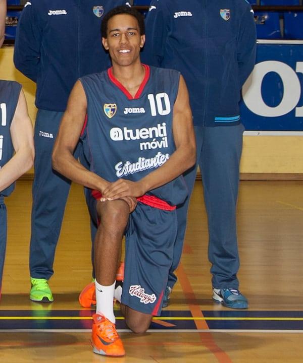 El junior Álex Young comienza la concentración con la selección española U17M de Sito Alonso