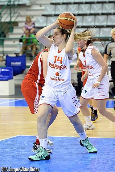 La U18 femenina con Sara Zaragoza afronta invicta la segunda fase del Europeo
