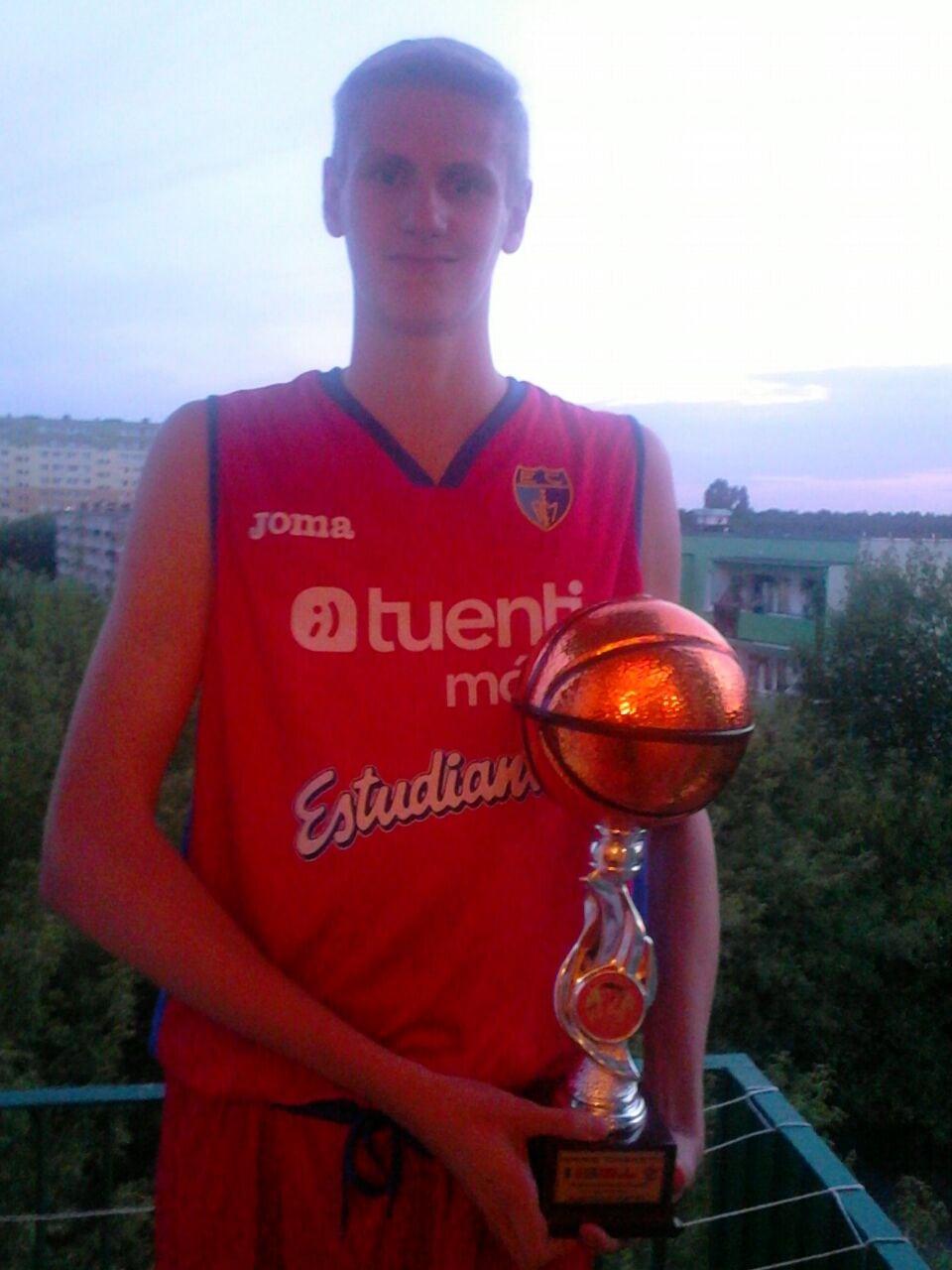 """El junior Bartek Pietras, uno de los cincuenta talentos que acuden al campus """"Basketball Without Borders"""" de la NBA en Gran Canaria"""