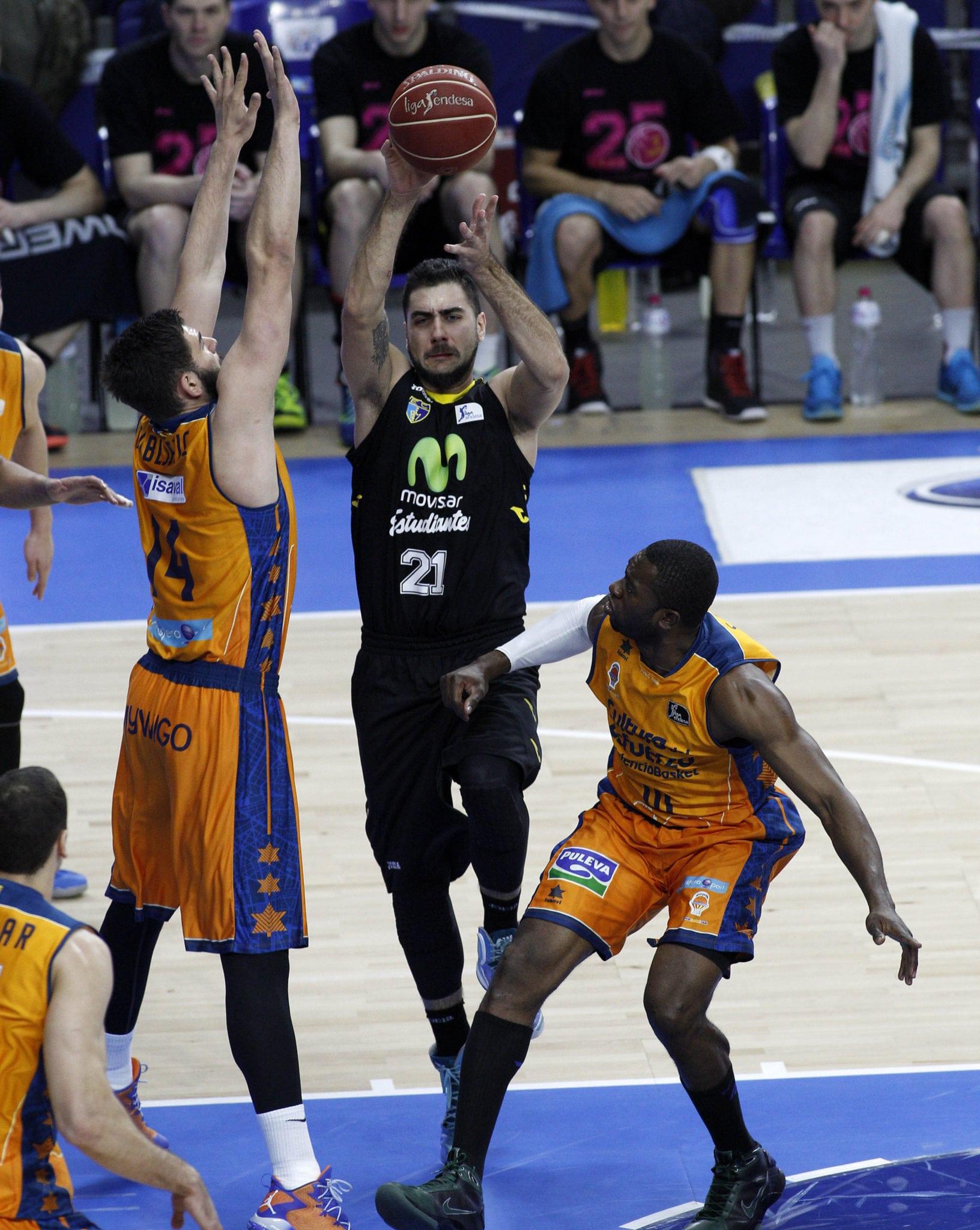 Valencia Basket asalta el fortín el día del homenaje a la cantera femenina (76-81)