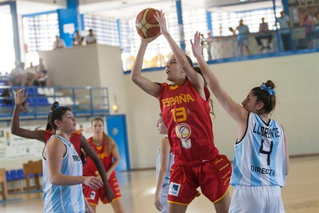 María Conde ya brilla con la U19 femenina en el primer amistoso
