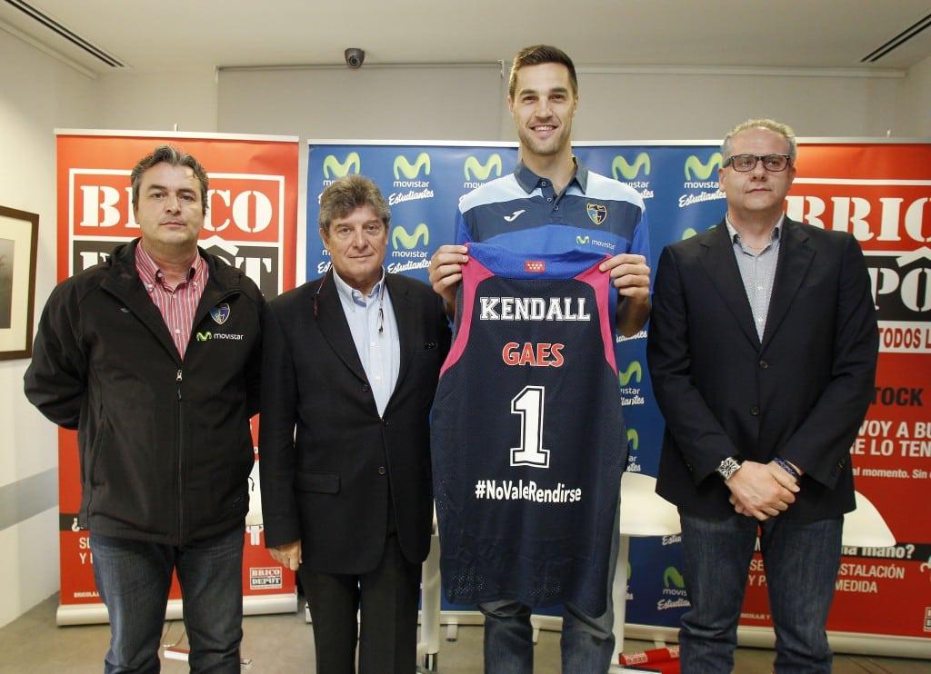 """Levon Kendall, en su presentación: """"veo al equipo motivado y listo para jugar fuerte"""""""