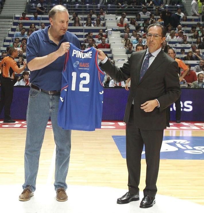El ex presidente Juan Francisco García recibirá la Insignia de Oro y Brillantes del Club Estudiantes en el derbi