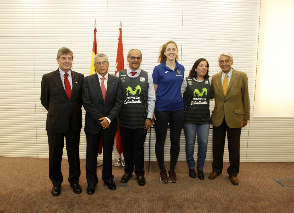 El consejero de Deportes de la Comunidad de Madrid recibe a Movistar Estudiantes por su ascenso a Liga Femenina