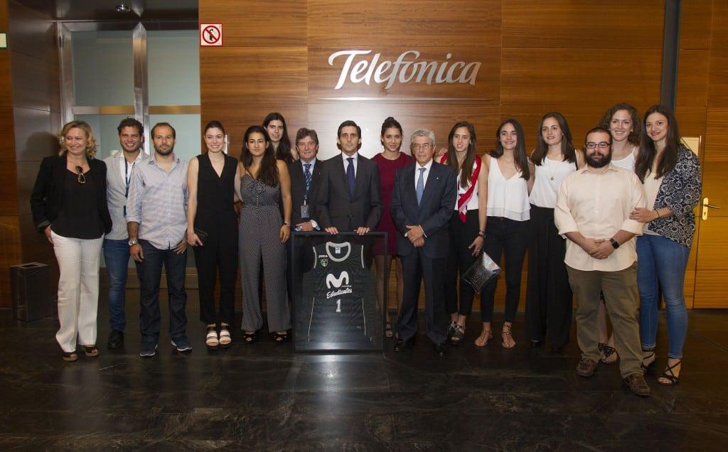 Movistar Estudiantes celebra en Distrito Telefónica su ascenso a Liga Femenina 1 con el presidente José Mª Álvarez-Pallete