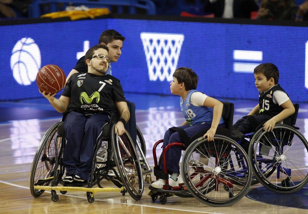 Exhibición de baloncesto en silla de ruedas a cargo de EstuAMEB Hispasat en el Movistar Estudiantes- Retabet Bilbao Basket