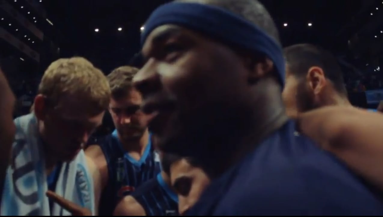El triple de Tariq: porque el balón no es lo único (video)