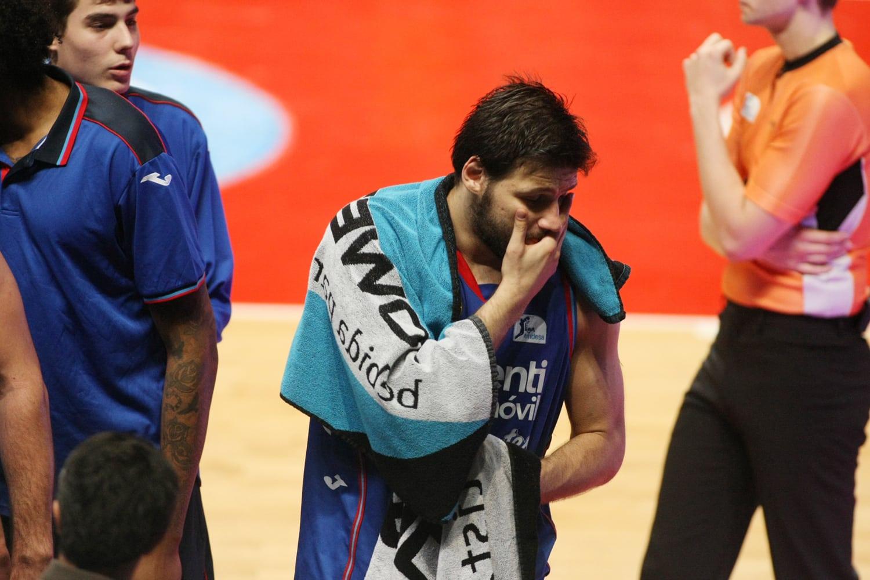 Dejan Ivanov padece una fractura en el dedo pulgar de su mano izquierda