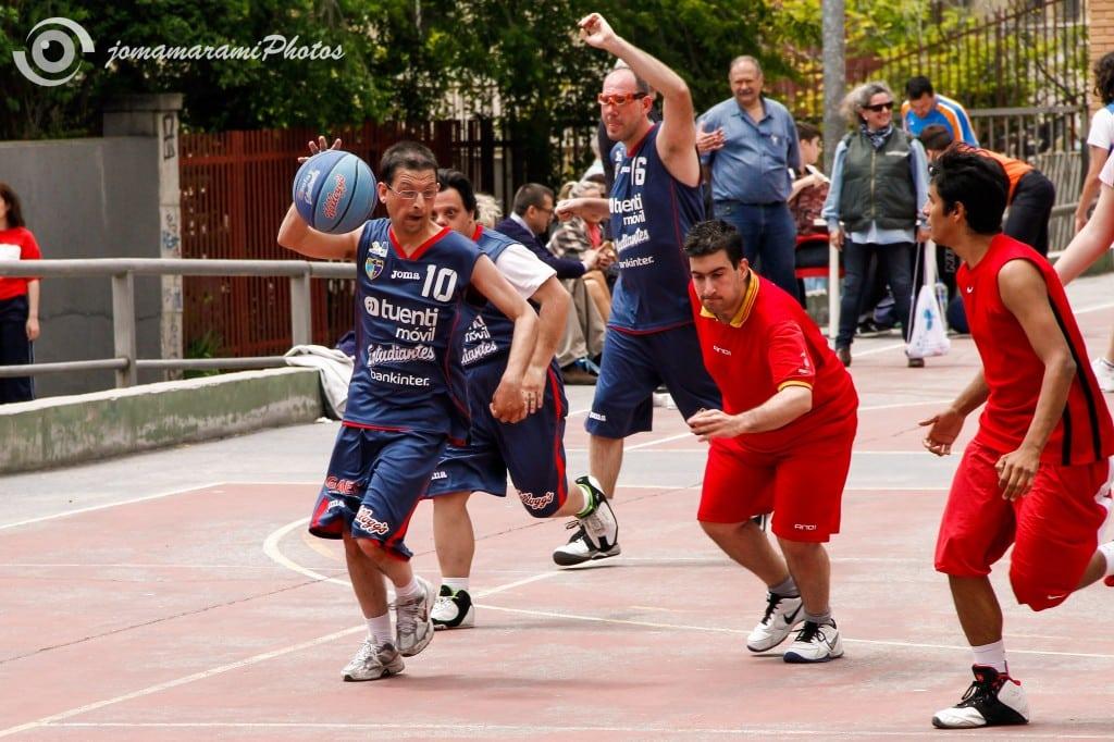 El Ramiro volvió a llenarse de baloncesto para jugadores con discapacidad intelectual en una nueva edición de la Copa FEMADDI