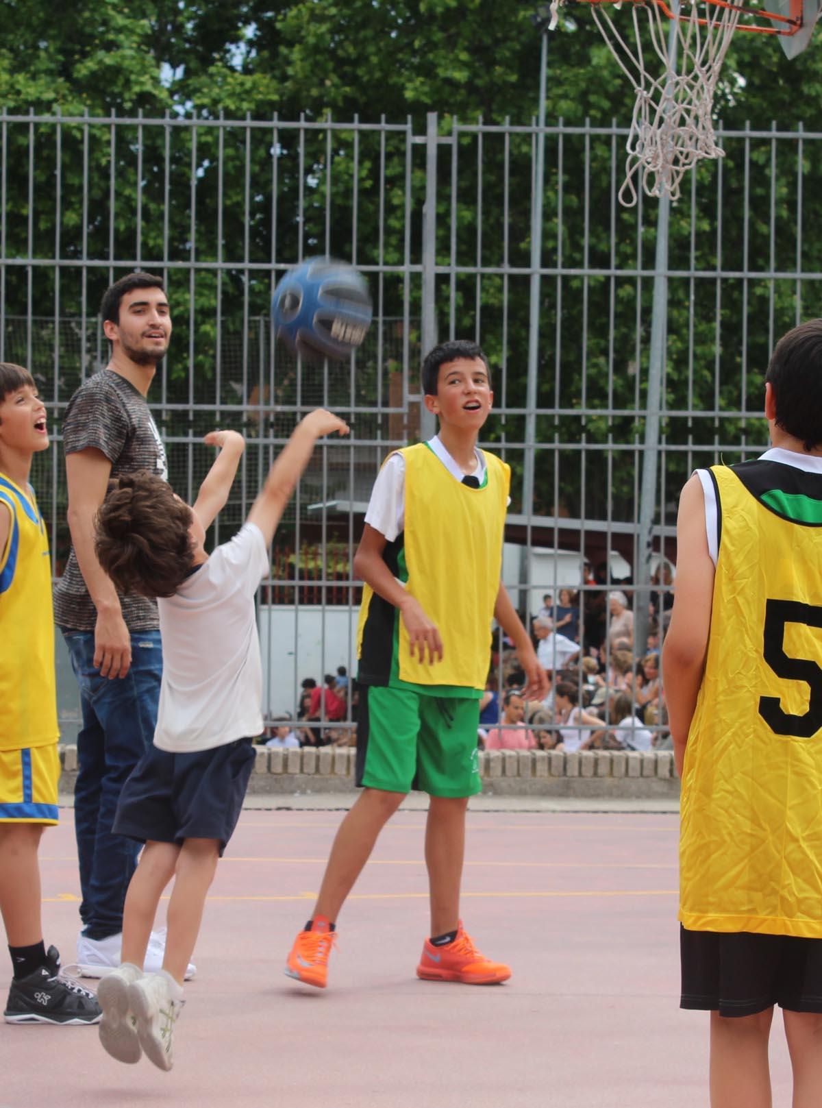 Jaime Fernández sorprende a los alumnos del Colegio Público Ciudad de Zaragoza