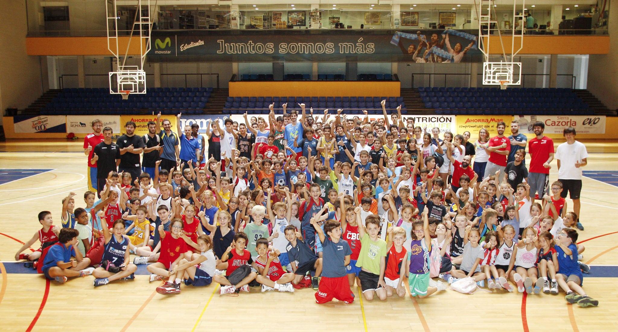 Los jugadoras/es del 5º Campus en Magariños reciben la visita de Ander Martínez