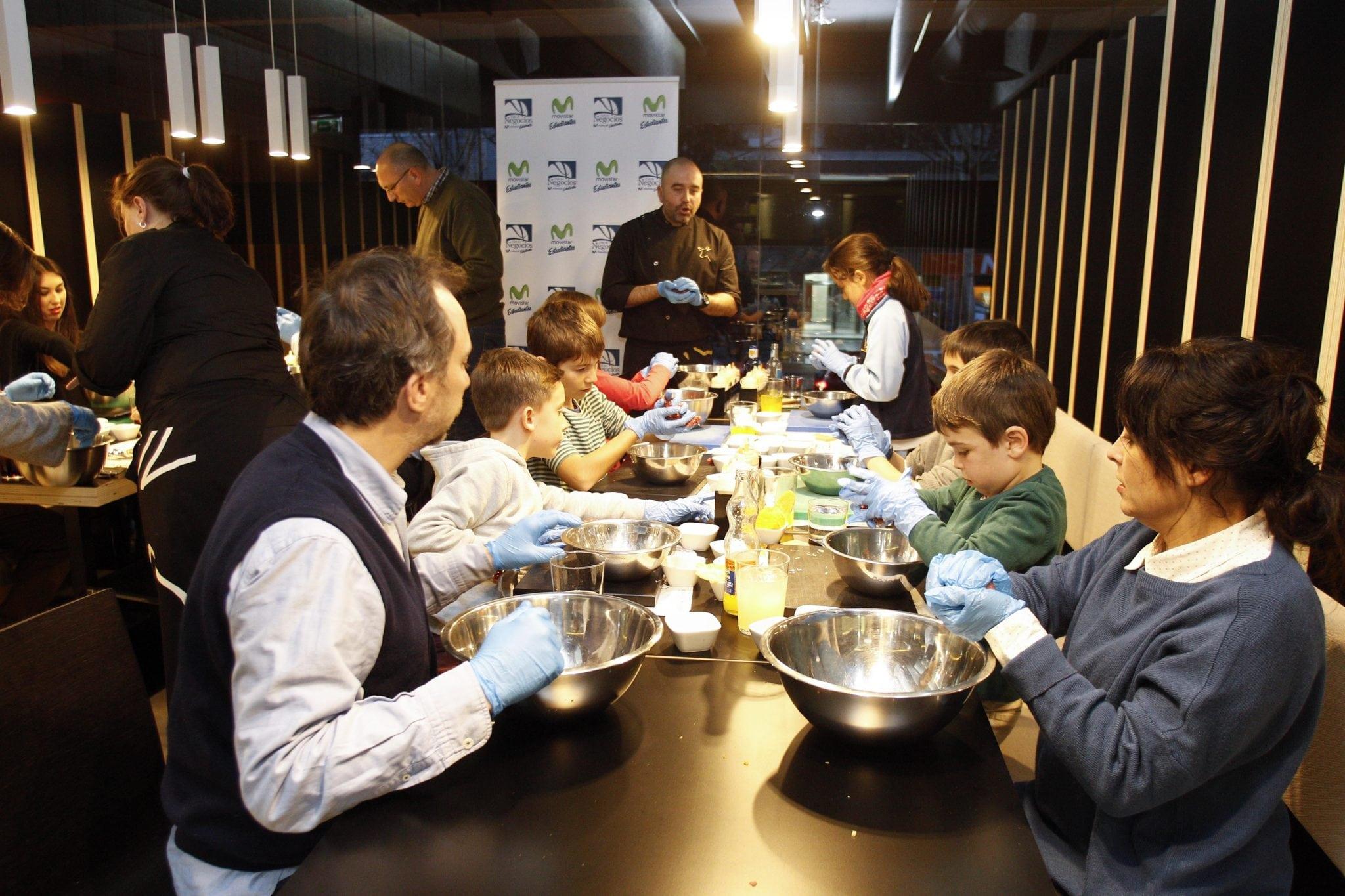Día de cocina en familia gracias al Club de Negocios de Movistar Estudiantes y Hamburguesa Nostra