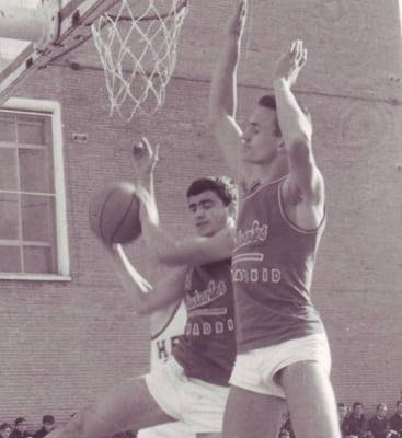 Homenaje de la ACB a Aíto por sus 50 años de baloncesto, que comenzaron en Movistar Estudiantes.