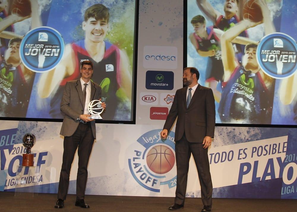 """Entrega agridulce del premio de Mejor Jugador Joven a Juancho Hernangómez: """"un premio individual no tapa lo que ha sido la temporada"""""""