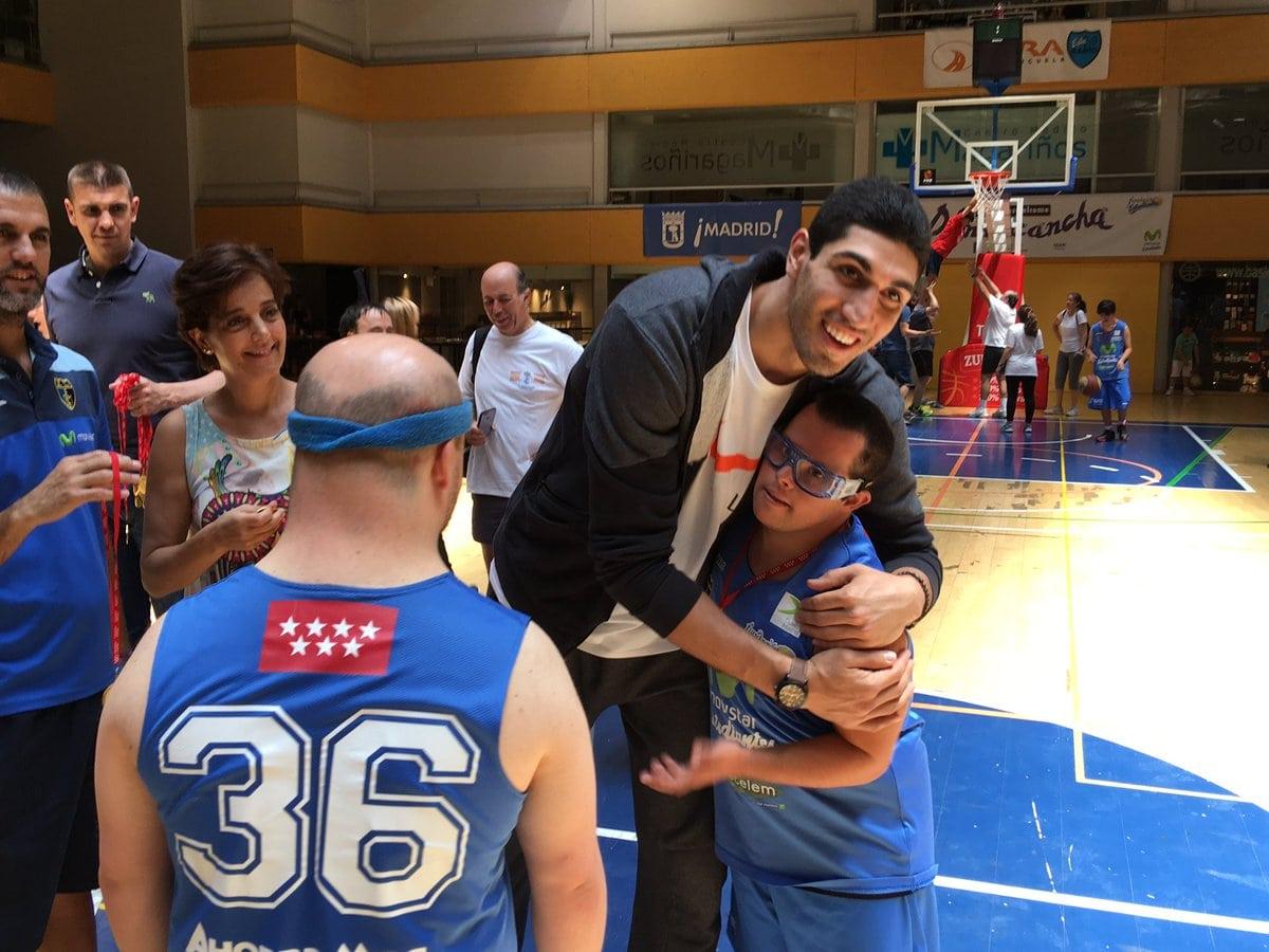 El NBA Enes Kanter protagonista en el Desafío Solidario 3×3 de Fundación Estudiantes y Cetelem