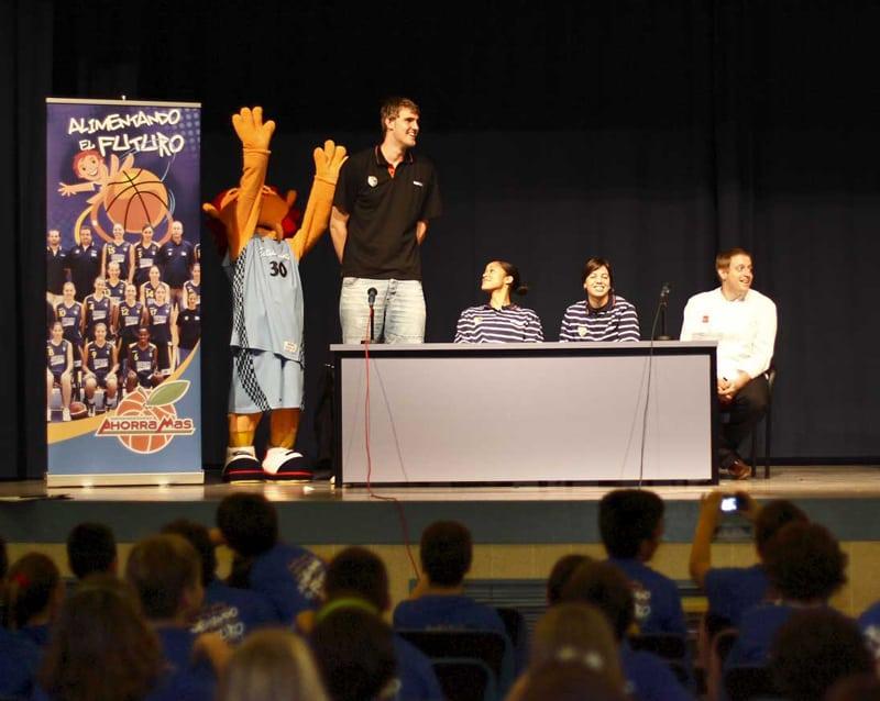 Driesen, Castrejón y Hairston visitan el colegio Luyfe en Rivas