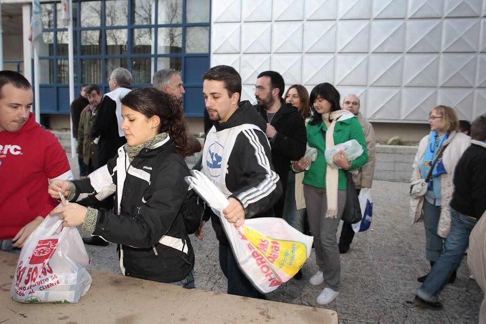 Recogida de alimentos en el Estudiantes LF – Perfumerías Avenida