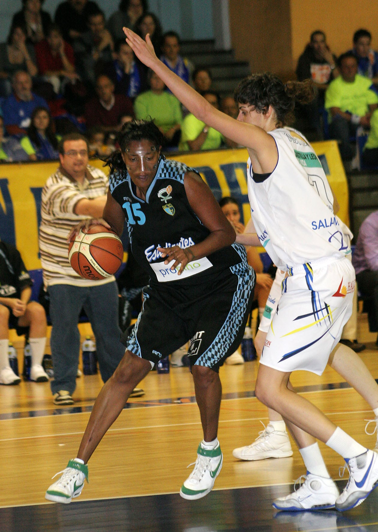 LF: El tercer cuarto daña a Asefa Estudiantes (63-42)