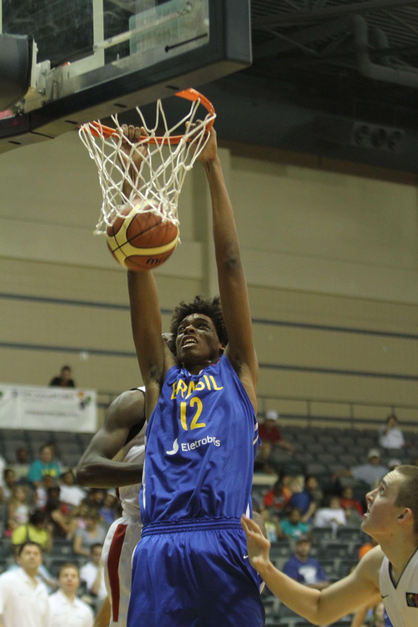 Lucas Riva, de éxito en éxito en el FIBA Americas sub-18