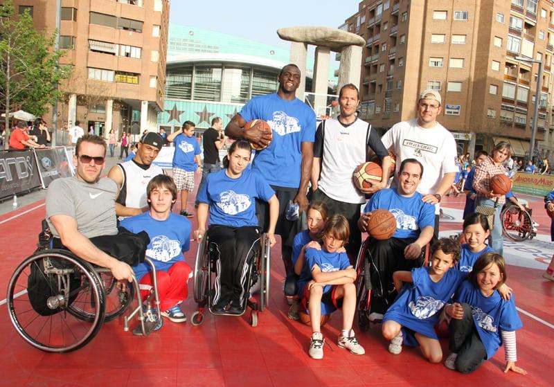 El baloncesto en silla de ruedas también estuvo presente en la fiesta de Asefa Estudiantes