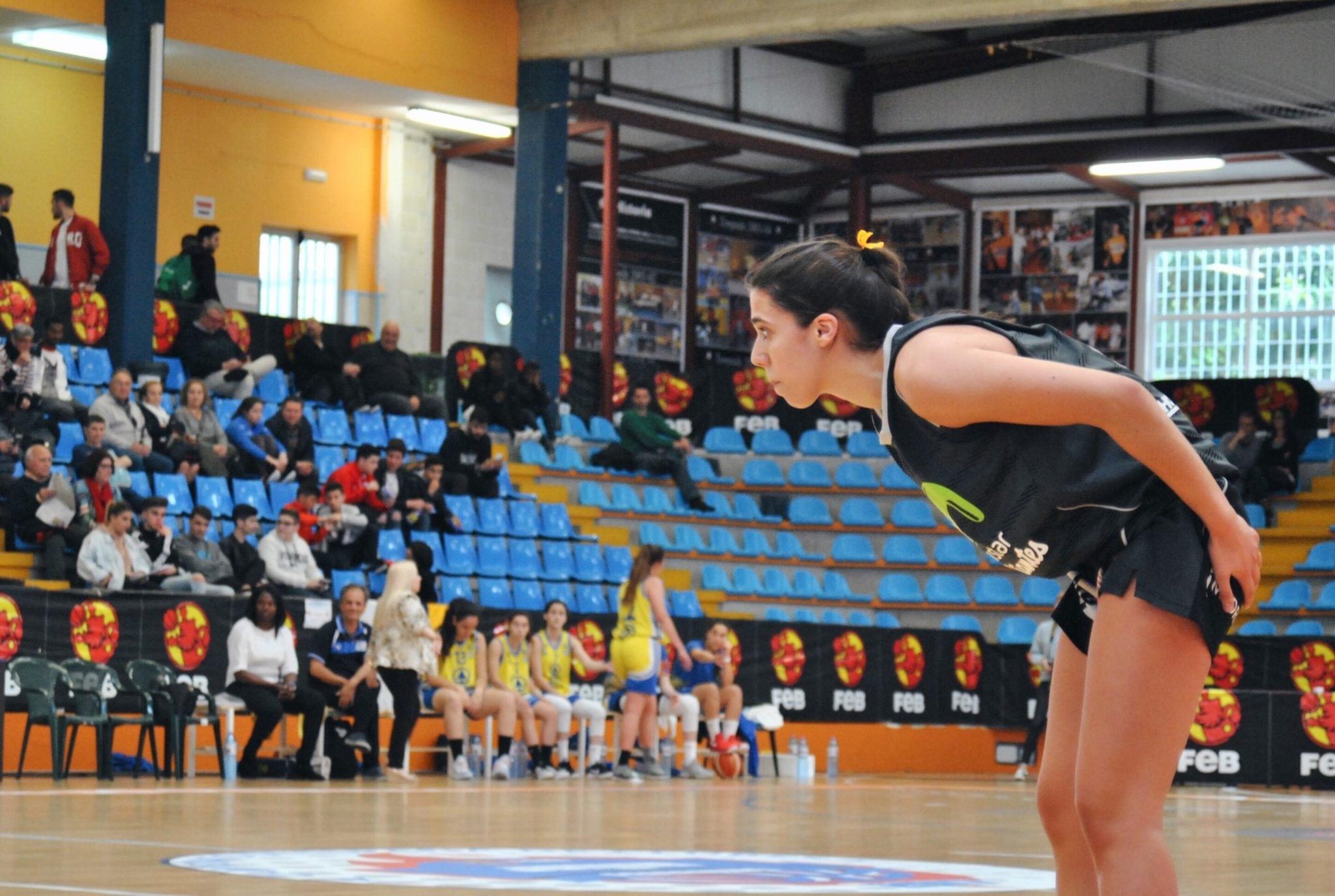 Una buena primera parte no fue suficiente y las junior lucharán por el bronce (87-58)