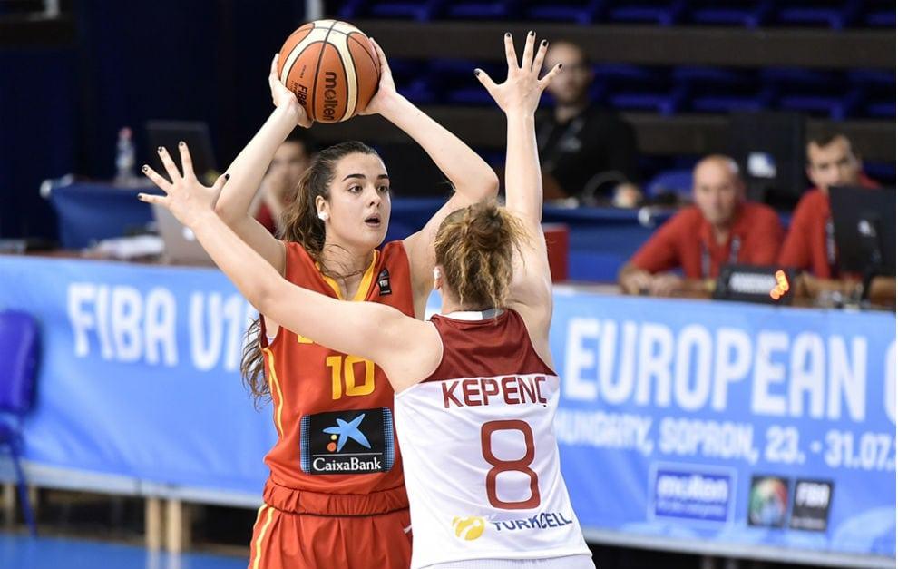 Paula Ginzo, con las selecciones españolas U20 y U19