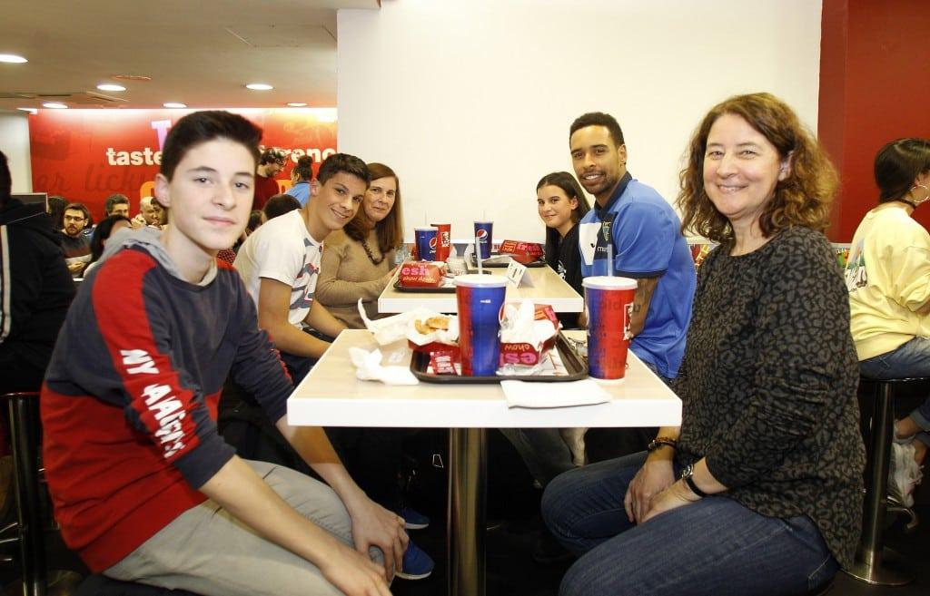 Cena Equipos y Afición de Movistar Estudiantes en KFC: hacer club, compartir vivencias