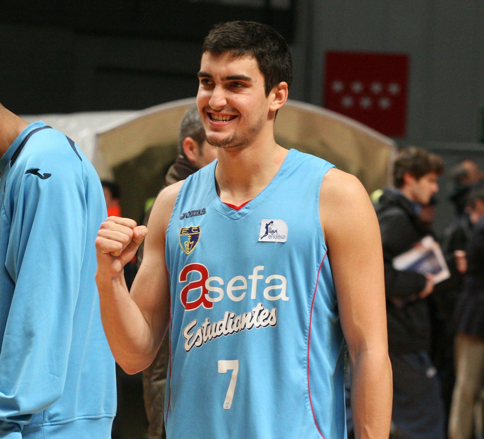Jaime Fernández amplía su contrato con Estudiantes