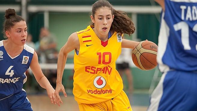María Conde, decisiva para que España U16 se cuele en la lucha por las medallas