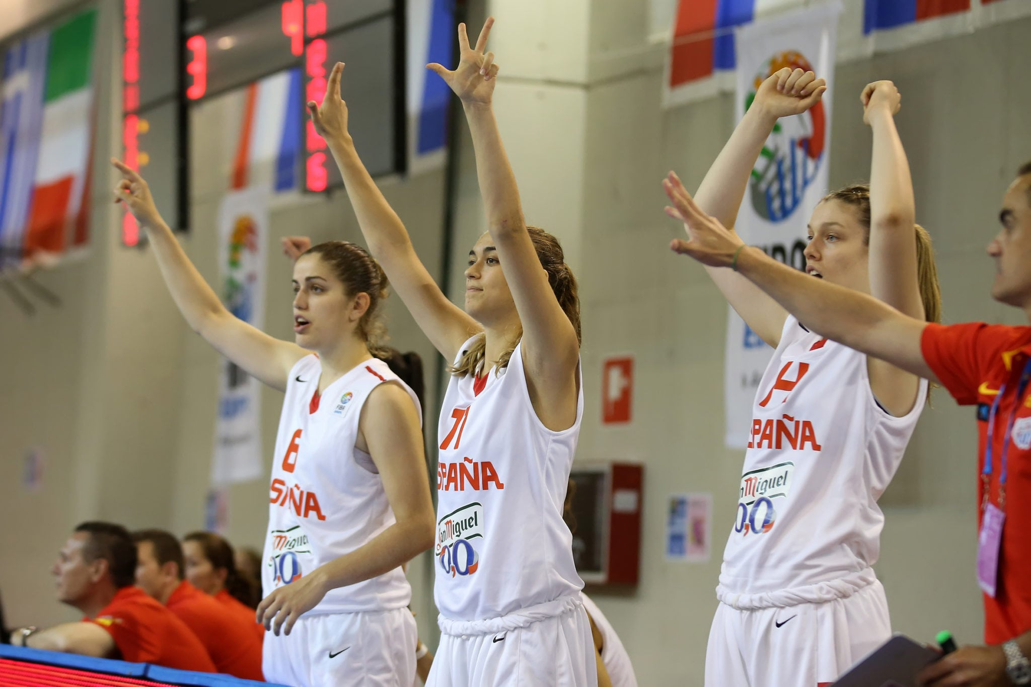 La selección U20F pasa a cuartos de final como primera de grupo tras vencer a Turquía (61-40)