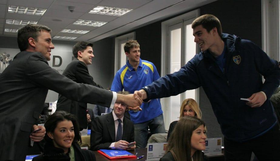 Rabaseda y Hernangómez, los universitarios de Movistar Estudiantes, en la primera clase del IV Máster en Derecho y Gestión del Deporte